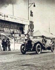 Le_tableau_d'affichage_des_24_Heures_du_Mans_1923.jpg